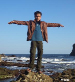 http://wa-emief.blogspot.com/2015/10/wisata-pantai-karang-tawulan-tasikmalaya.html