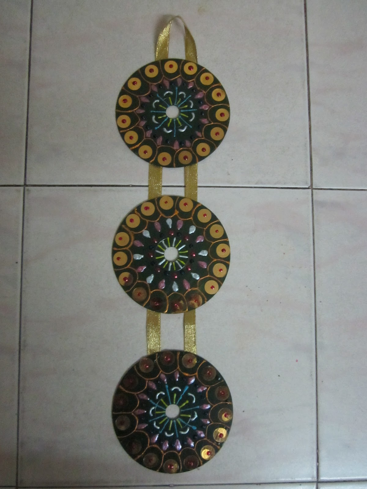One stop for indian handicrafts decorative wall hanger for Handicrafts from waste