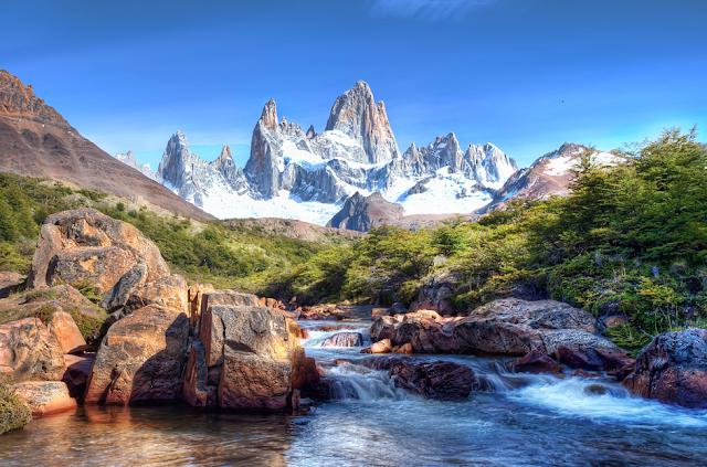 menawarkan hadiah uang untuk orang pertama yang mencapai puncak Gunung Blanc 11 pemandangan gunung terindah di dunia
