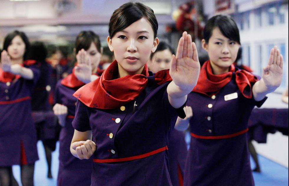 Beladiri adalah skill wajib untuk pramugari China, hoooaaats!
