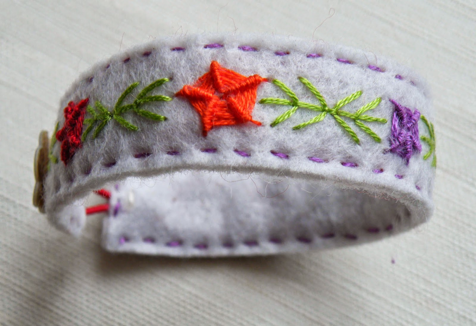 The finished embroidered bracelet