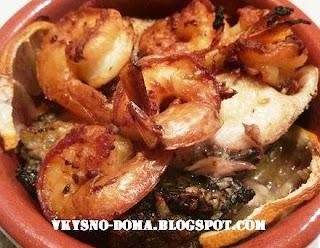 Корвина (атлантический кроакер) в духовке с тигровыми креветками. Испанская кухня.