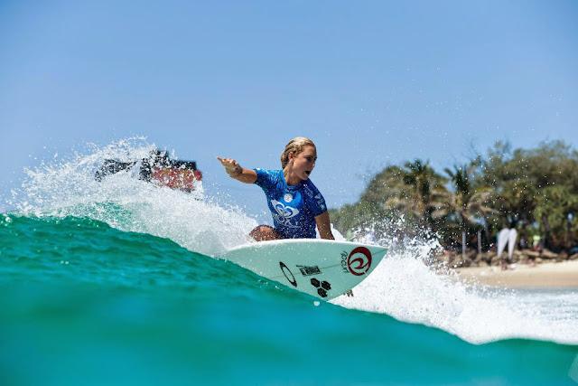 18 Roxy Pro Gold Coast 2015 Nikki Van Dijk Foto WSL Kelly Cestari