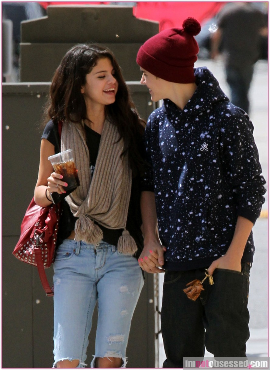 bieber dating gomez