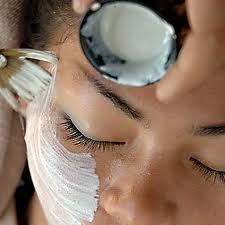 كم مرة يجب أن تقومي بتقشير وجهك؟