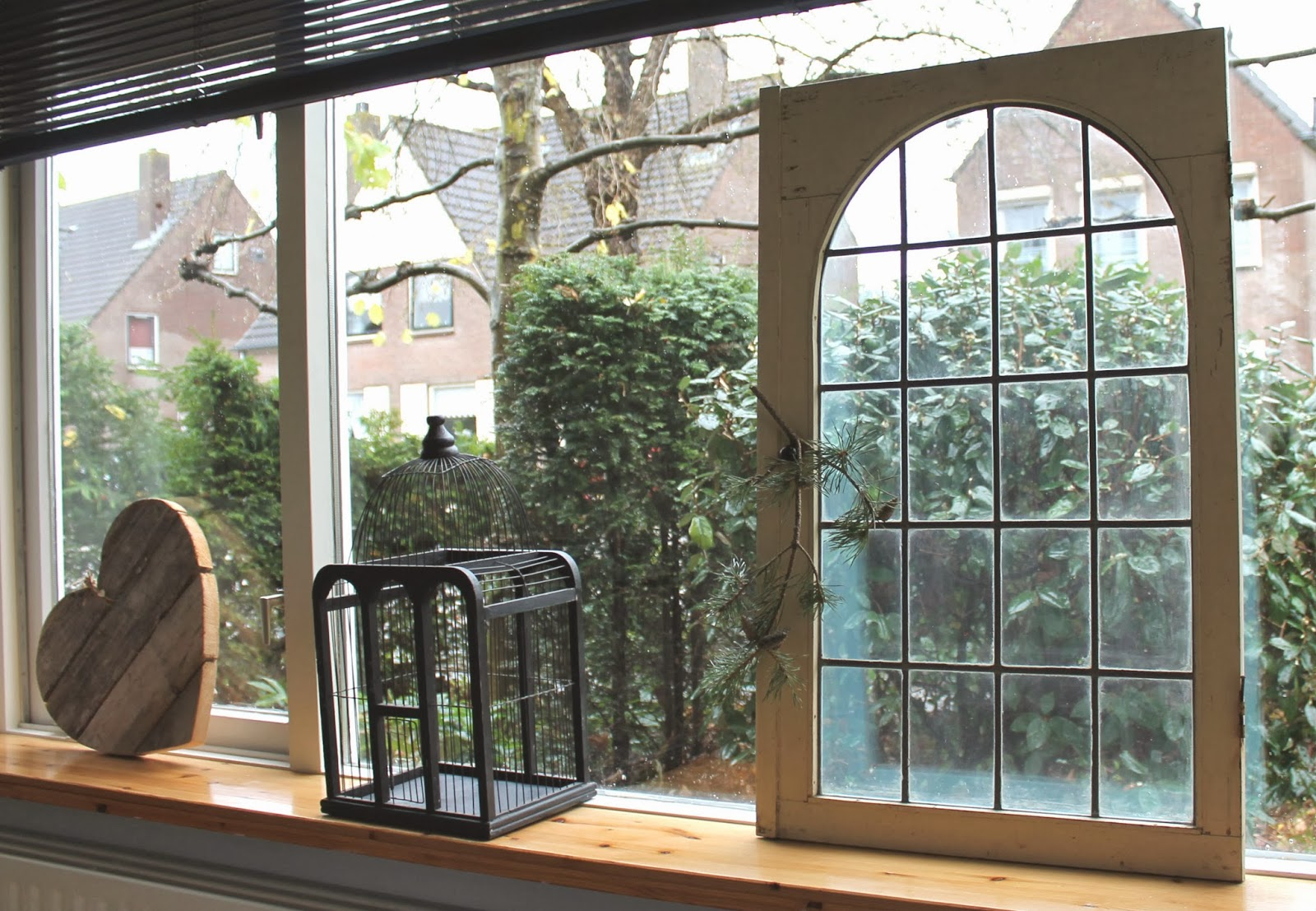 Bij eva thuis oud raam for Witte plastic tuinstoelen