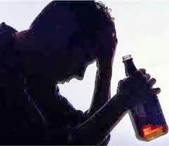 Il marito beve la moglie si ubriaca per tre