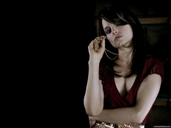 Mena Suvari American Hollywood Actress Wallpaper-1600x1200