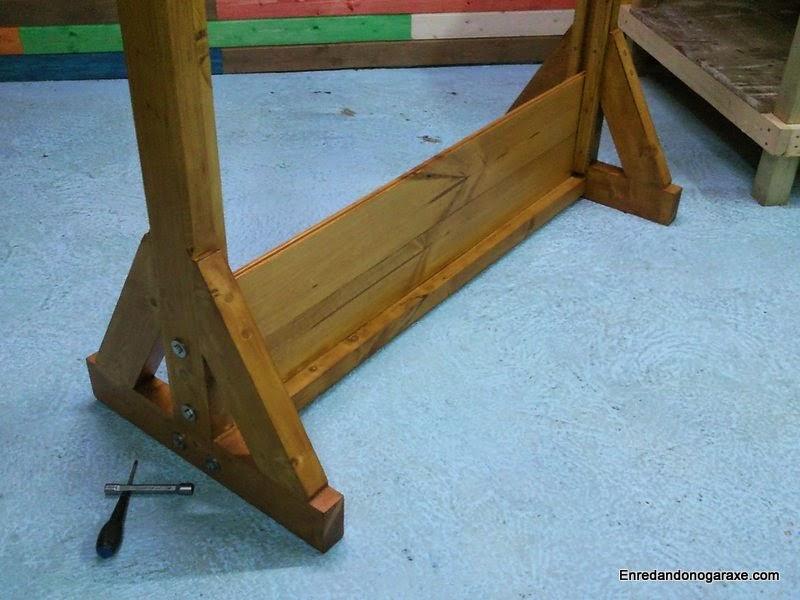 Se une la segunda tabla machihembrada con los pernos. Enredandonogaraxe.com