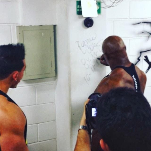 Ronnie Coleman deixou um autógrafo na parede da academia Foto: Reprodução