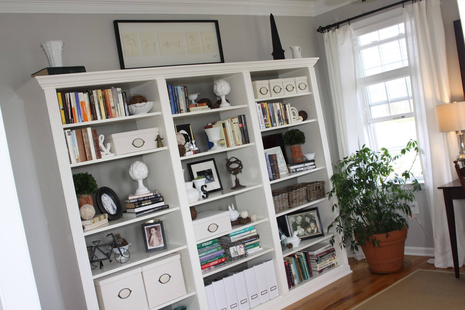 Reinventing eden from ikea billy bookcase to built in for Living room ideas with bookshelves