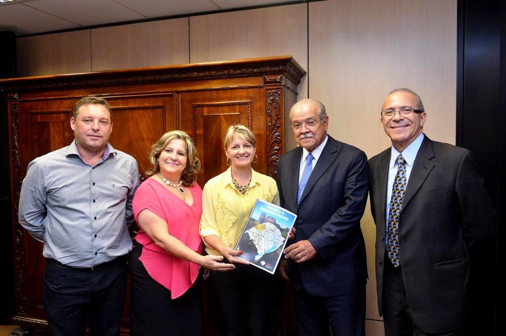 Eliseu Padilha, ministro dos Transportes, César Borges e prefeitos