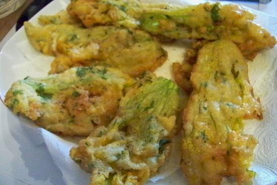 Cuisine en folie beignets de fleurs de courgette comme nice - Beignets de fleurs de courgettes ...