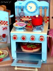 Η μπλε κουζίνα, η φρυγανιέρα και...