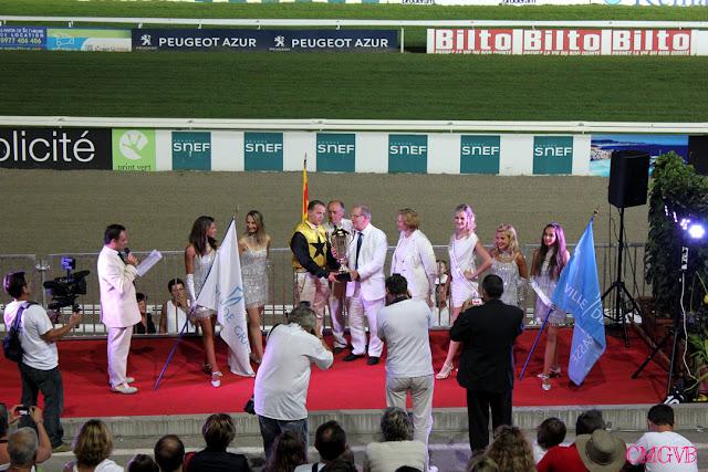 diana dazzling, fashion blogger, fashion blog,  cmgvb, como me gusta vivir bien, dazzling, hippodrome, Cagnes sur Mer, racetrack, horses race, white dress, vestido blanco, Longchamp Grasse, cote d'azur, french riviera, travel