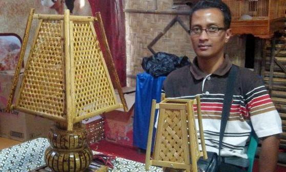 Raup Jutaan Rupiah Dari Potongan Bambu