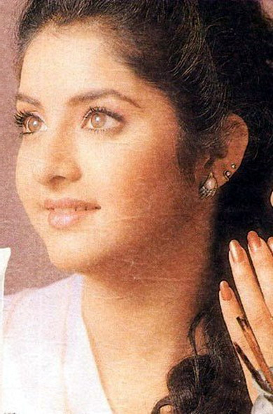 Some Of The Rare Pics Of Divya Bharti Itsboxoffice Forum