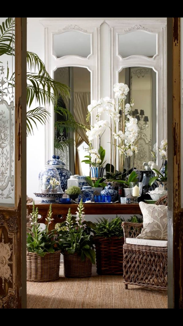 Chinoiserie chic classic blue and white chinoiserie for Pinterest garden rooms