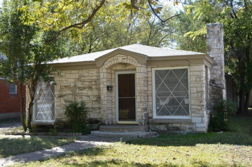8 waco homes that fixer upper should totally take on for Waco home builders