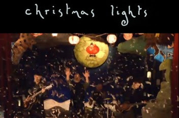 Coldplay-Christmas-Lights-Video