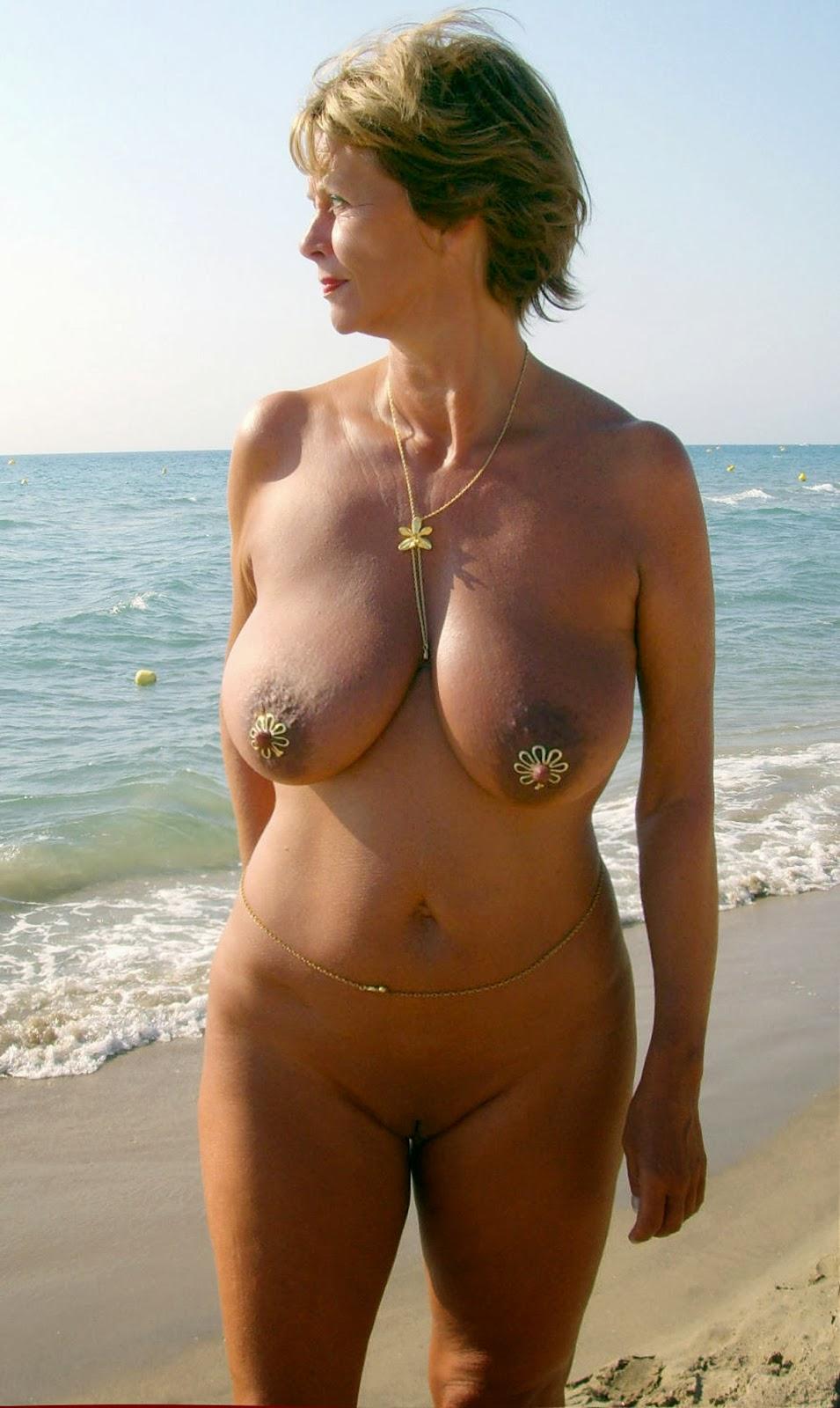 Mature female exhibitionists