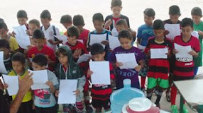 Alunos aprendendo a cantar o Hino Nacional Brasileiro