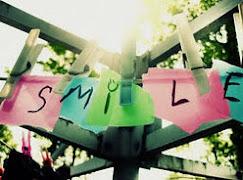 Sonríe, la vida son dos días :)