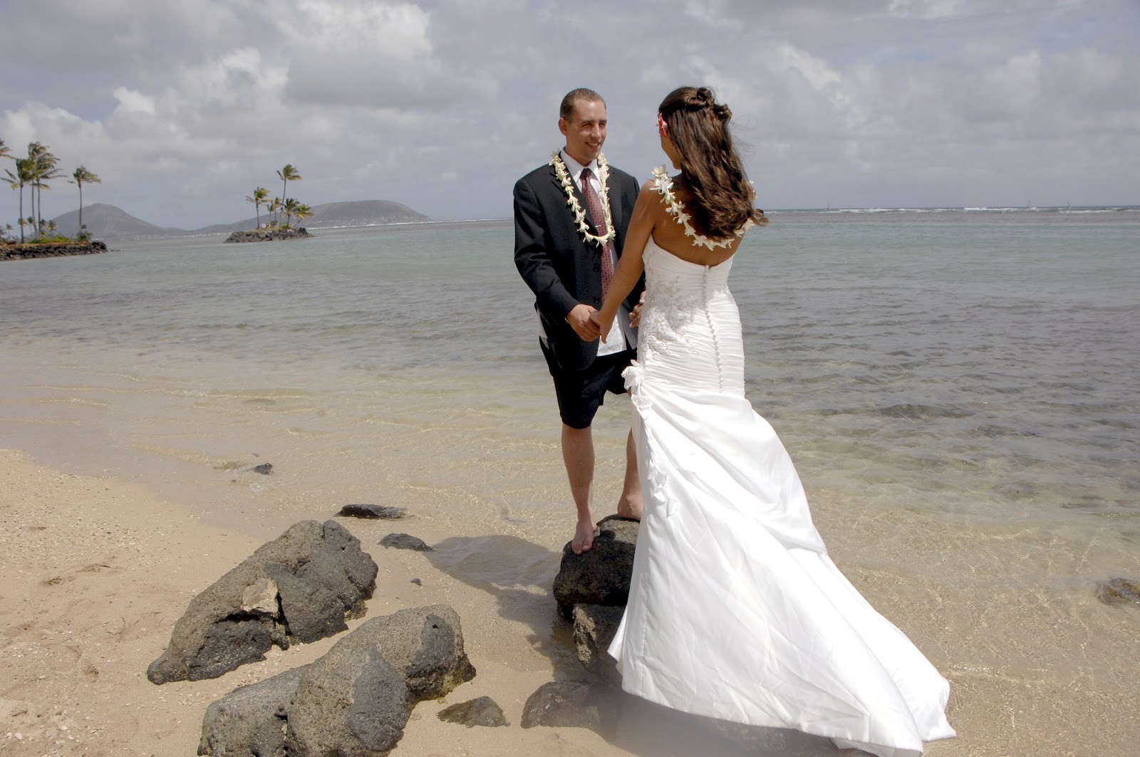 If You Re Looking For A Small Simple Wedding Then Check Out Today S Hawaii Deal