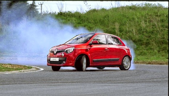 Renault Twingo 2015 υπερστροφή