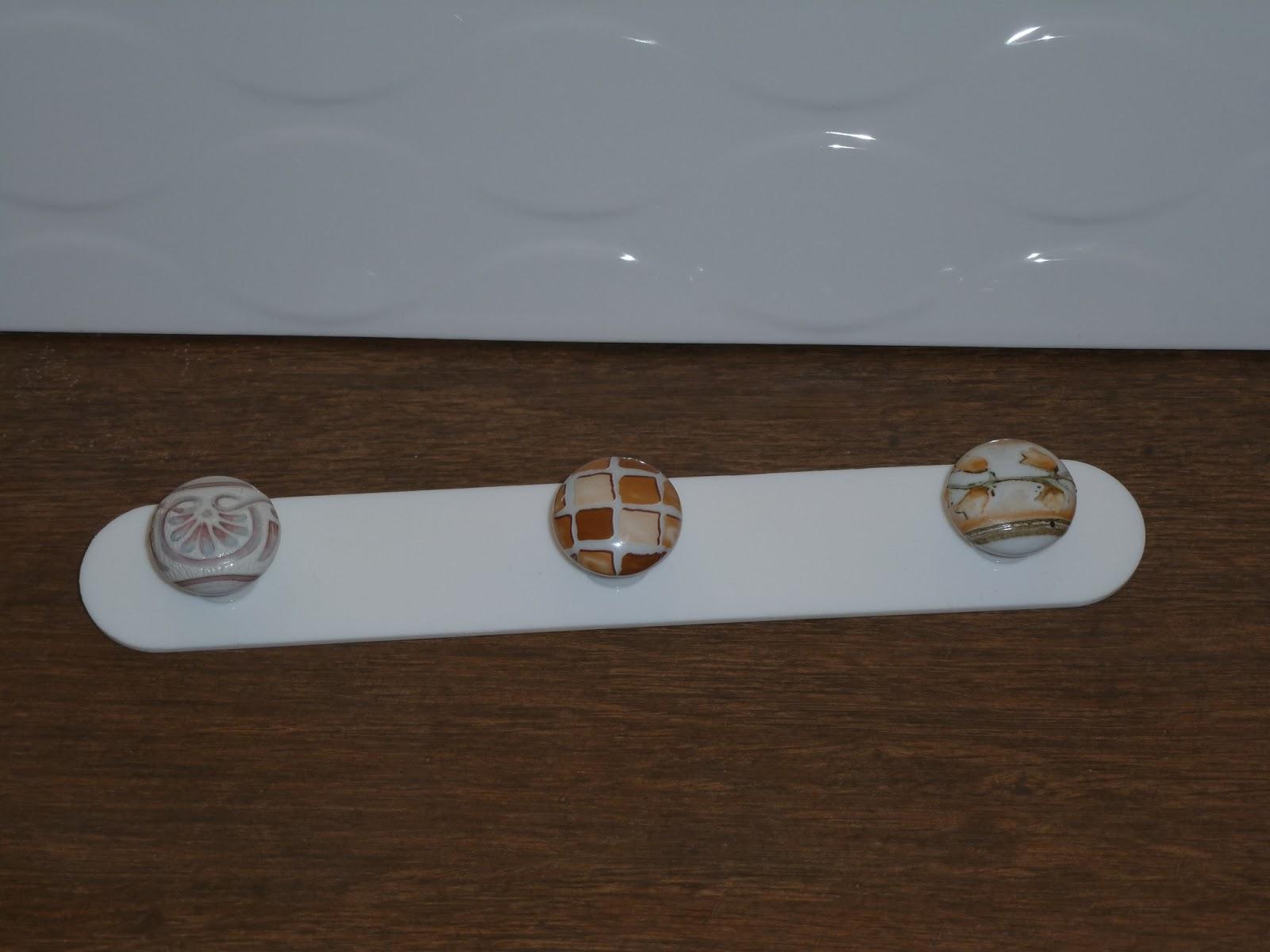 Garcia arisco creadores de espacio perchas adhesivas for Perchas adhesivas