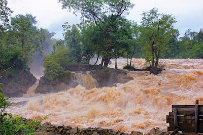 Cade vicino Pakse Phapheng