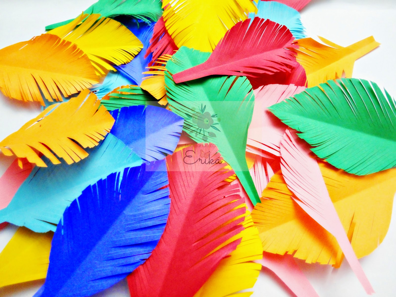 Reciclando con erika corona primaveral con plumas de papel - Manualidades con plumas ...
