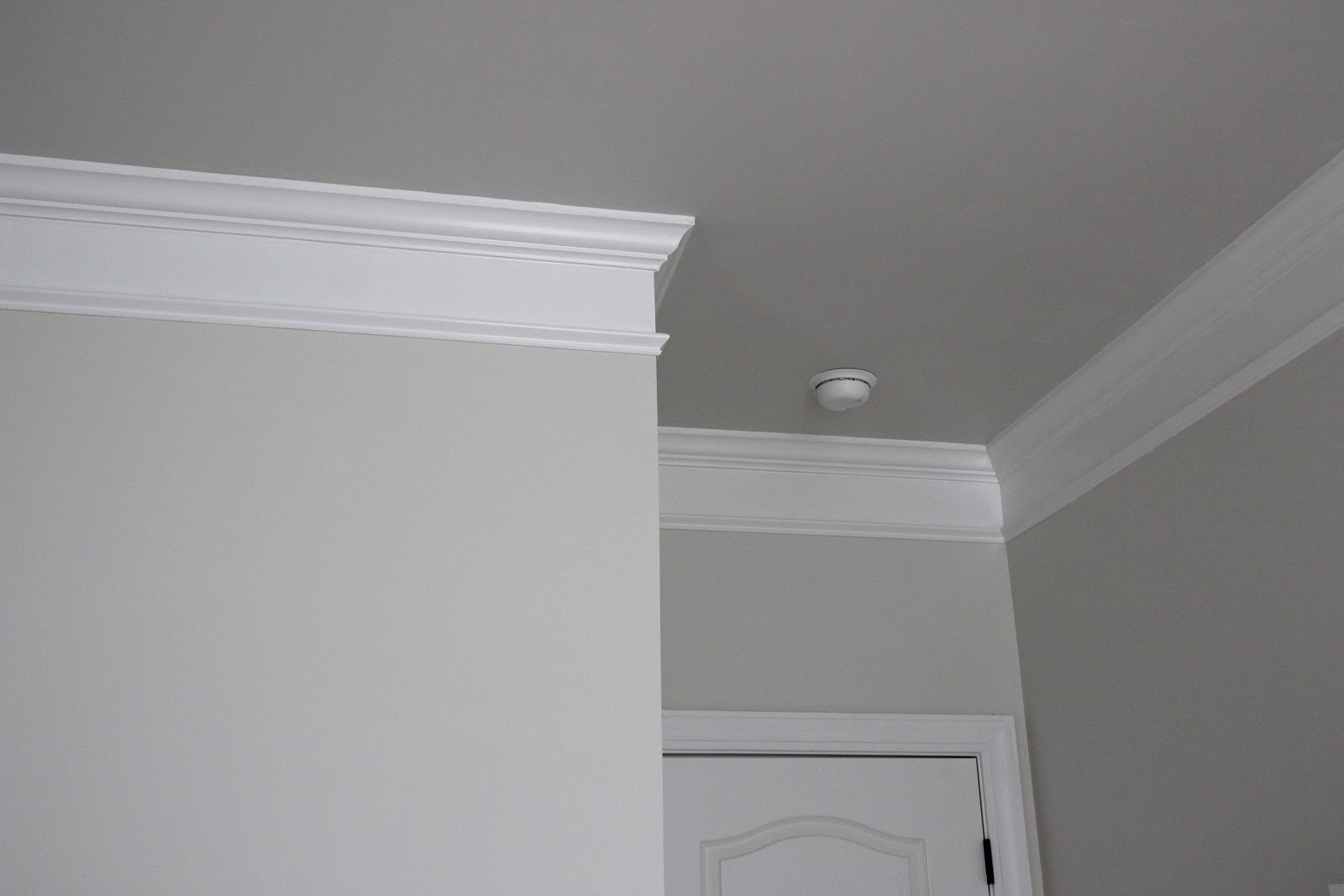 The gallery for benjamin moore classic gray 1548 for Classic gray paint