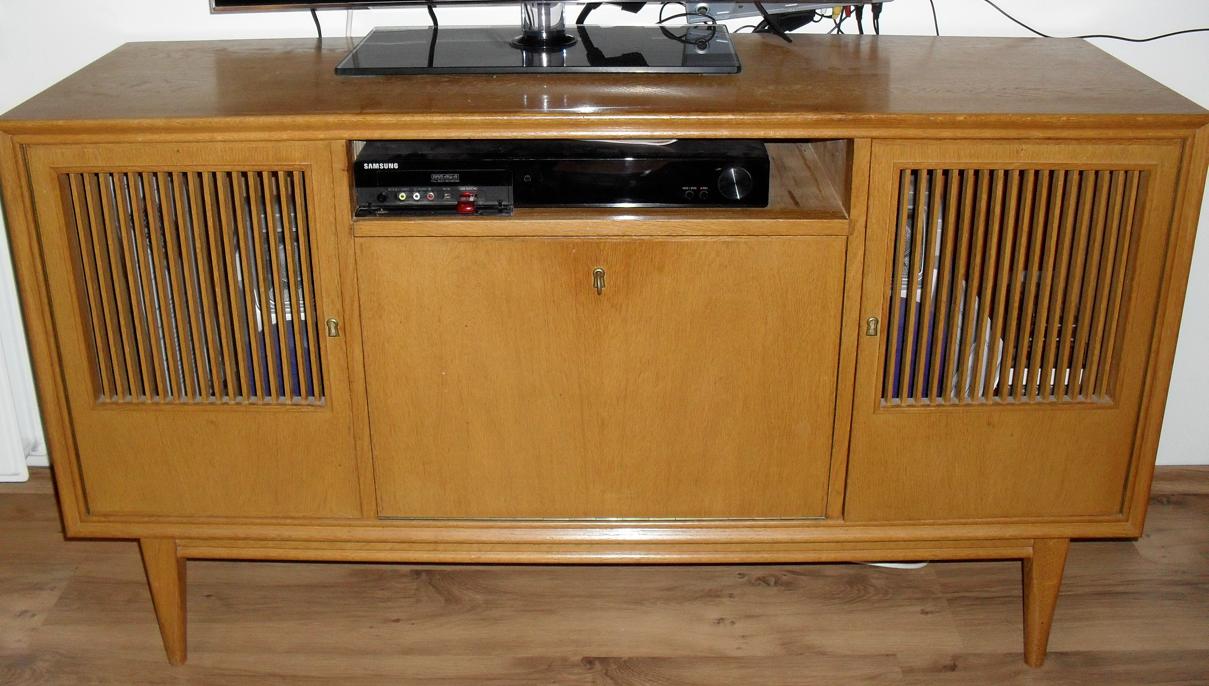 Tv meubel in 50 60 er jaren stijl for Jaren 60 meubelen