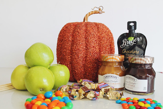 ingredients for delicious candy apples, halloween treats, how to use halloween candy for treats
