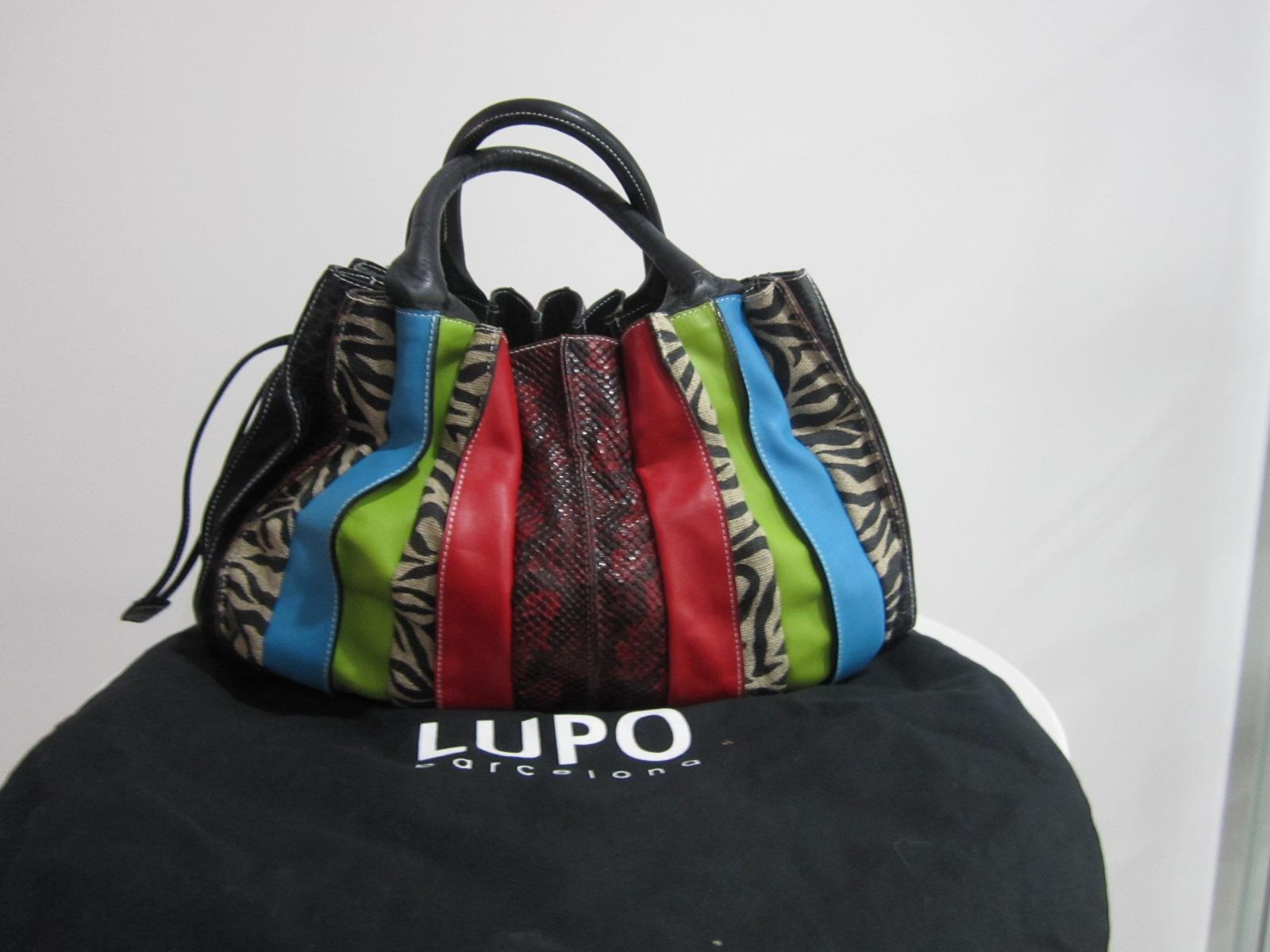 http://1.bp.blogspot.com/-Tglj1kxtWlY/T9x0eeofnOI/AAAAAAAATqk/poMOdutO8Lc/s1600/Chanel+designer+handbags+%252821%2529.jpg