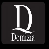Domizia Poses