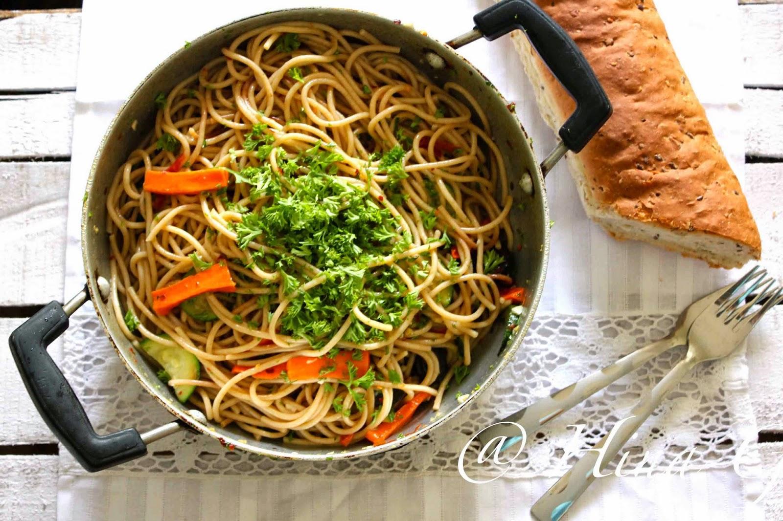 Spaghetti Alio Olio (Spaghetti with Garlic & Oil)