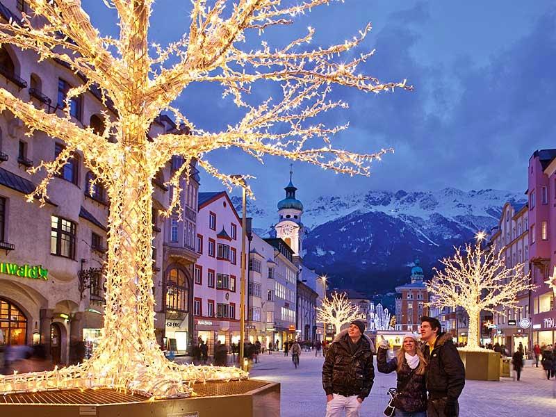 Du lich cung ve may bay di Innsbruck gia re