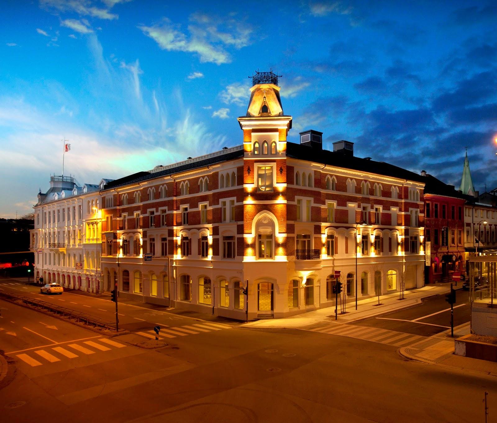 Clarion Hotel Ernst med sitt flotte lys i skumringen