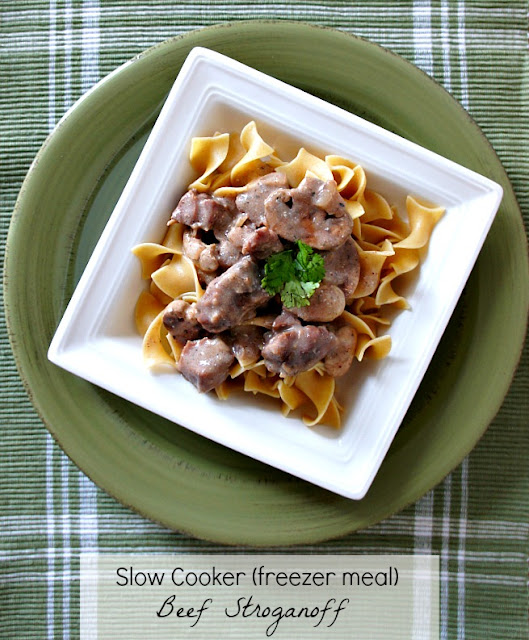 Recipe for Slow Cooker Beef Stroganoff {Freezer Meal} #crockpot #easydinner