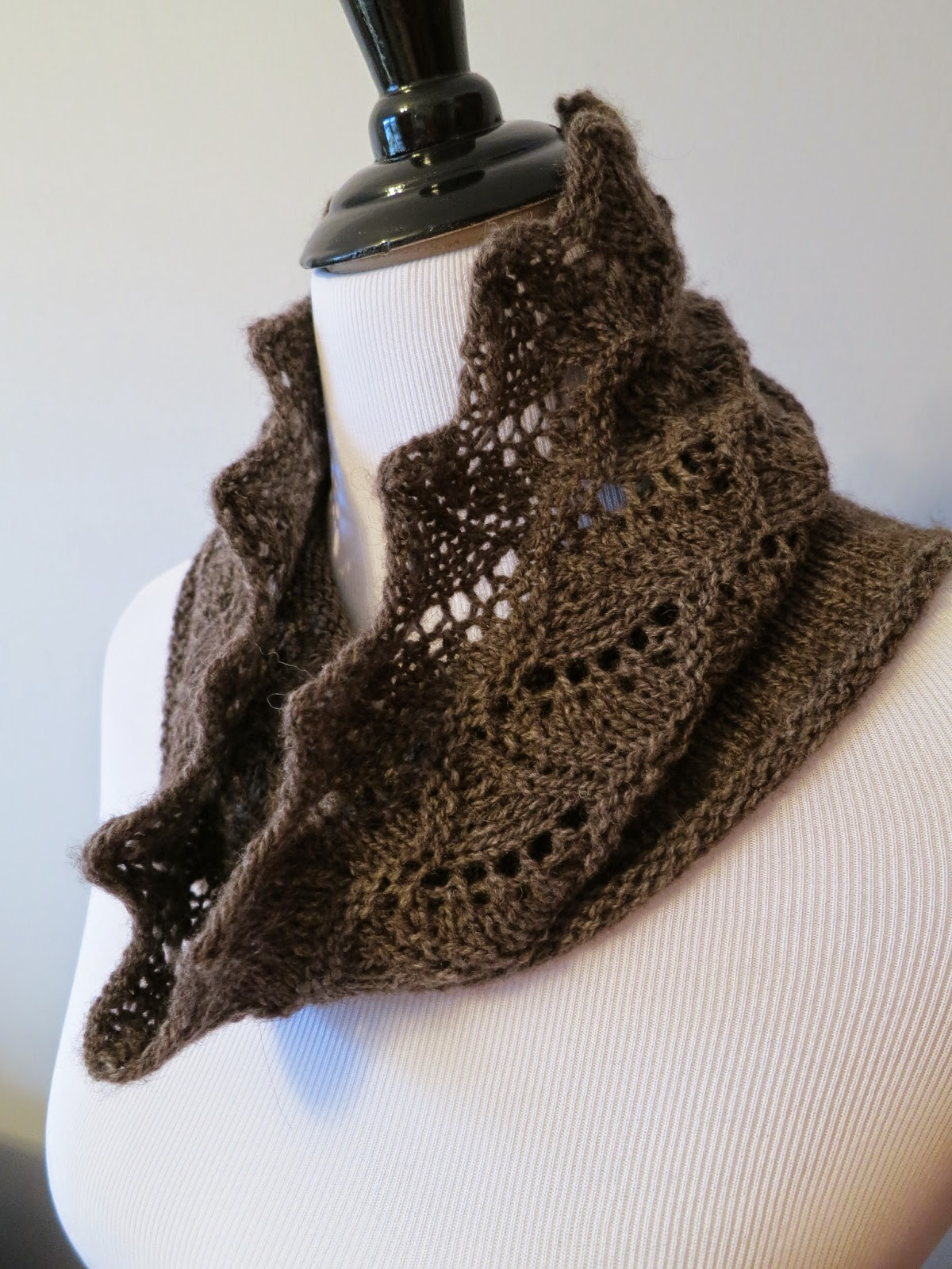 Vogue Knitting Cowl Pattern : Knitting Like Crazy: Freebies