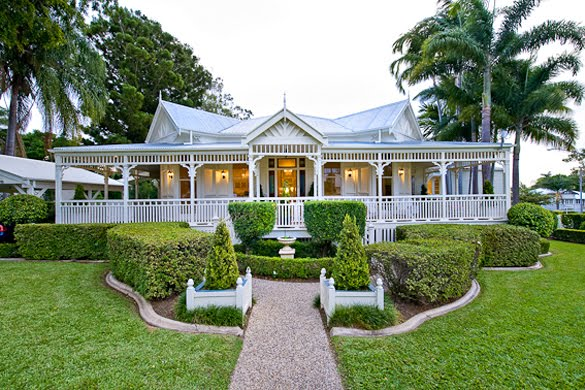 Restoring the old girl a study in the classics for Classic queenslander house