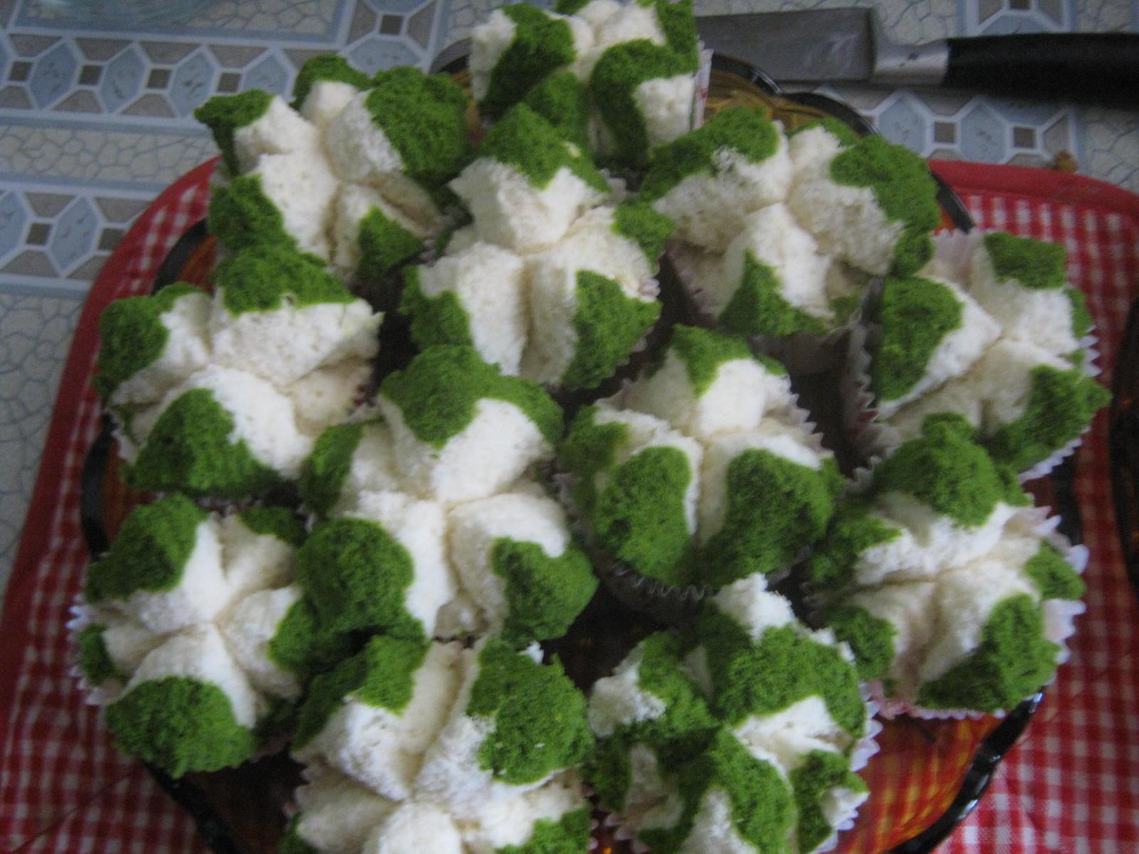 air daun suji untuk roti kukus bunda. Disamping warnanya yang hijau ...