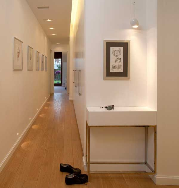 Soluciones para un pasillo largo y estrecho geshab for Decoracion de pasillos largos
