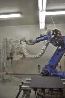 Un brazo de mecanizado permite dar forma al resultado de la digitalización