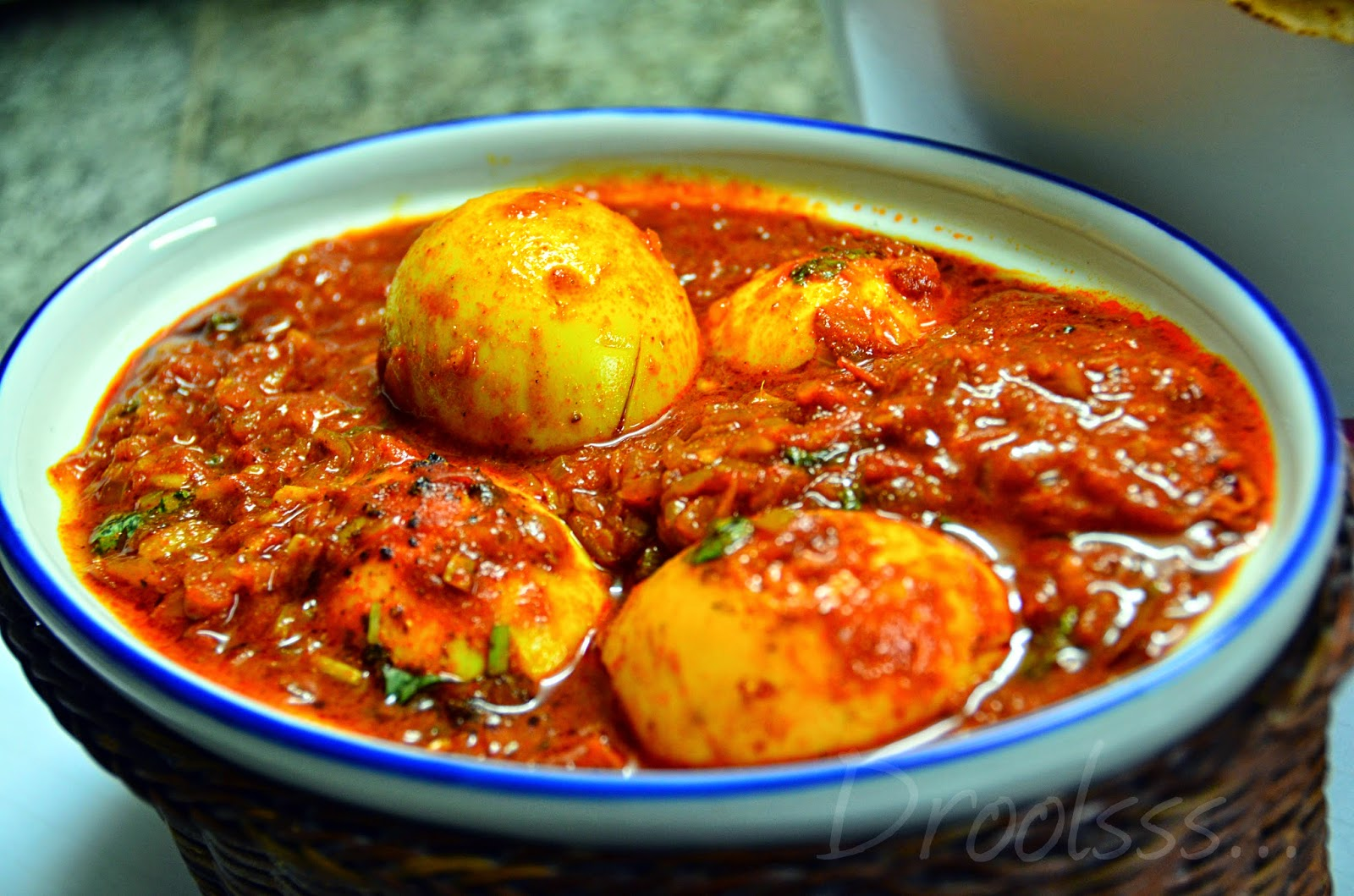 Droolsss . . .: Dim Kosha/ Spicy Egg curry - Bengali style