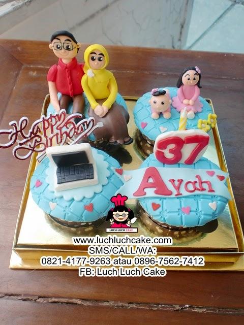 Cupcake Ulang Tahun Untuk Ayah Daerah Surabaya - Sidoarjo
