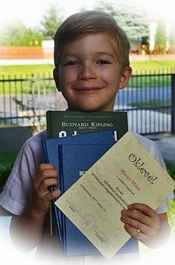 Kitűnő tanuló ❤ Oklevelet és könyvet kapott