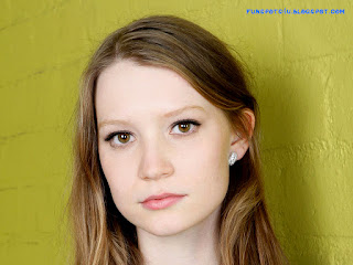 Mia-Wasikowska-Cute-Photo
